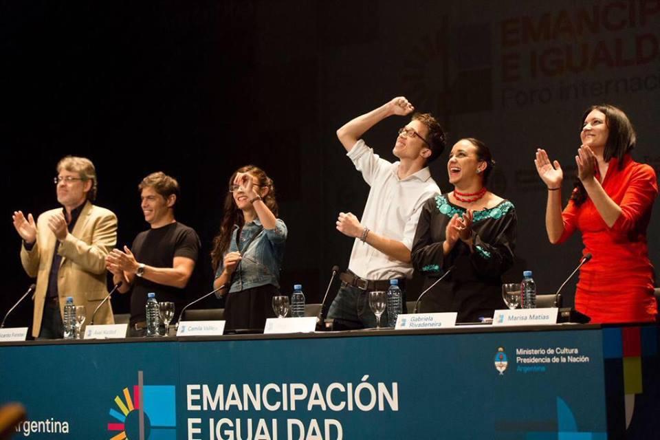 A las hermanas y hermanos argentinos, compañeros de sueños y utopías
